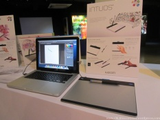 The Intuos sure took a page from Apple's design, just look at how well they both look together - meant to be?